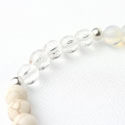 Pulsera elástica minerales 6 mm en tonos blancos representando al arcángel Gabriel,abrecaminos.